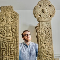 huw-stephens-proves-to-be-a-delightfully-curious-presenter-on-the-story-of-welsh-art
