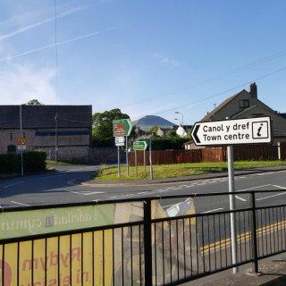 Talgarth_town_centre_road.jpg