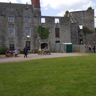 hay_castle_1.jpg
