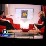 Gwenno on Wedi 7 with the Banner
