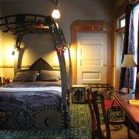 jules_verne_room_bed