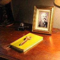 jules_verne_room_writing_desk