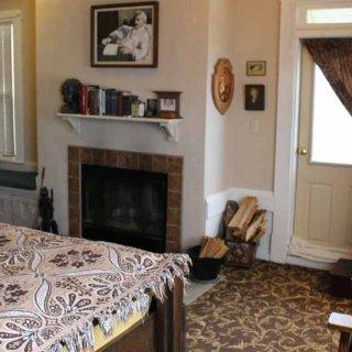 mark_twain_room_fireplace.JPG.jpg
