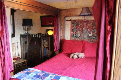 Bed in J. K. Rowling room