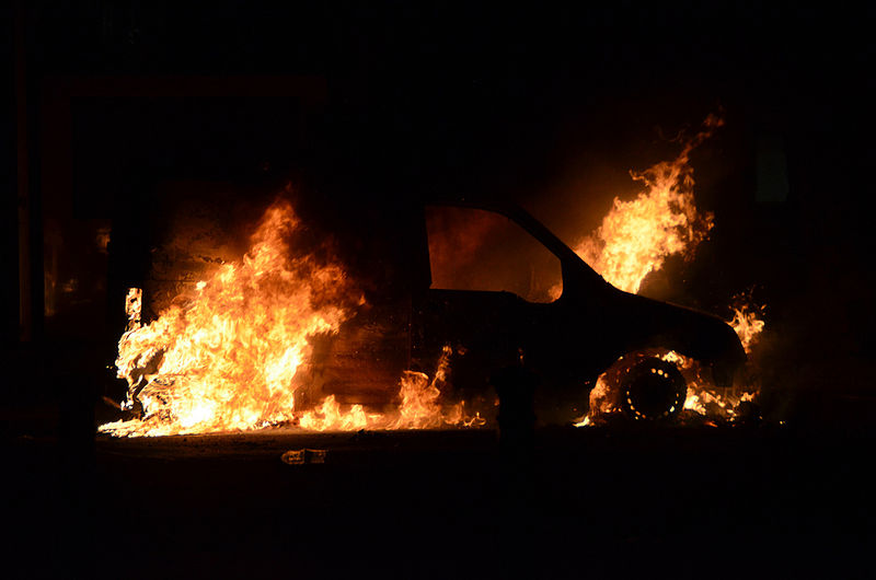 800pxBurning_car_after_Manchester_riots.jpg