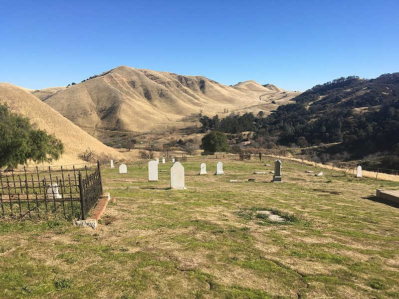 800pxRose_Hill_Cemetery_Antioch_California_01.jpg